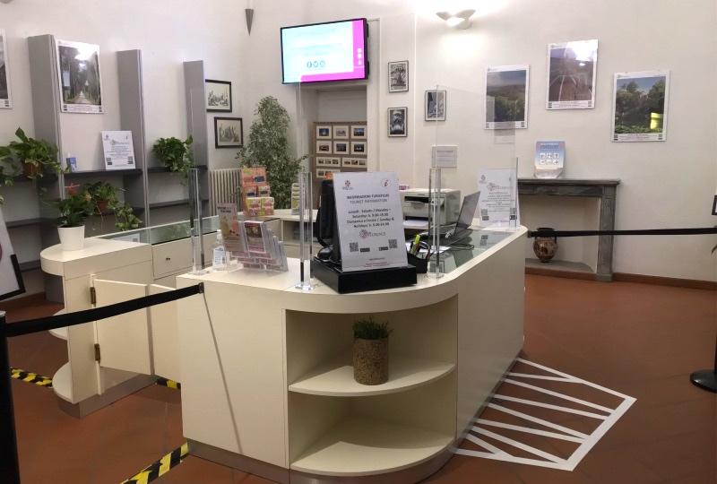 infopoint turistico di borgo santa croce a firenze
